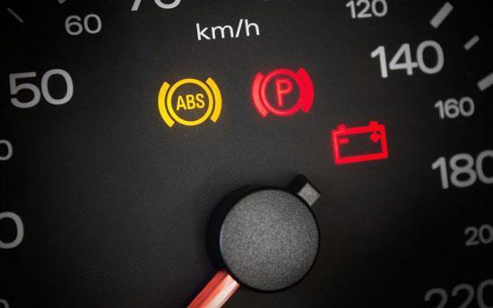 آیا راندن خودرو با چراغ ABS روشن ایمن است؟