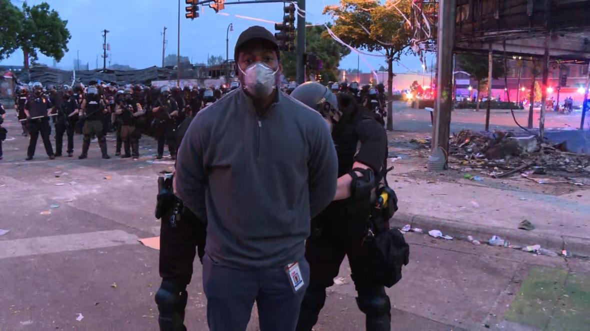 بازداشت اعضای تیم خبری سی ان ان در هنگام پخش گزارش زنده از مینیاپولیس