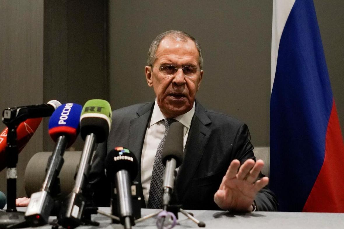 خبرنگاران لاوروف و بورل درباره سیاست های ضد برجامی آمریکا گفت وگو کردند