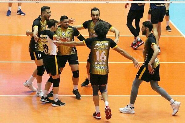 سپاهان با پیروزی در بازی بزرگ هفته صدر را حفظ کرد